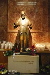 Szent Pio atya szobra San Giovanni Rotondoban