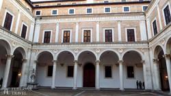 Urbino: a Hercegi Palota belső udvara