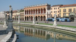 Padova dísztere, a Prato della Valle – részlet