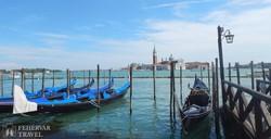 velencei gondolák, háttérben a San Giorgio Maggiore-sziget