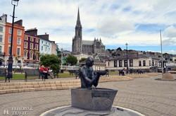 Cobh katedrálisa a kikötő felől