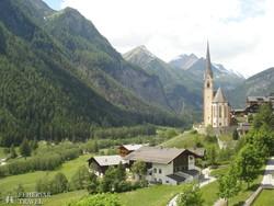 a festői fekvésű Heiligenblut – a háttérben a Grossglockner-csoport hegyei