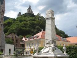 Friesach – háttérben a Petersberg vár