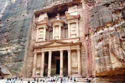 Petra: a sziklába vájt kincsesház