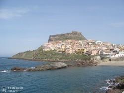 Castelsardo és tenger fölé magasodó fellegvára