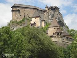 a sziklaszirtre épült Árva vára