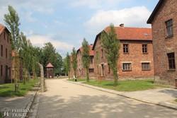 az egykori koncentrációs tábor épületei Auschwitzben