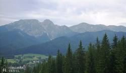 panoráma Zakopanéra és a környező hegyekre a Gubałówkáról