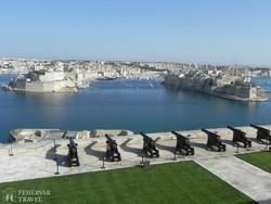 """Valletta – panoráma a """"Három Városra"""" a Felső Baracca kertekből"""