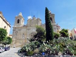 """a katedrális a """"Három Város"""" egyikében, Vittoriosában"""