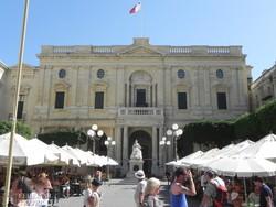a Nemzeti Könyvtár épülete Vallettában