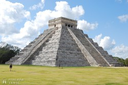 a híres Kukulkán piramis Chichén Itzában