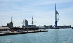 Portsmouth kikötője Nelson admirális hajójával