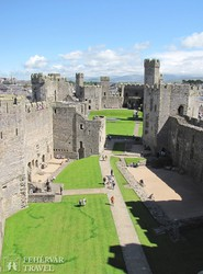 Caernarvon hatalmas várának belső udvara