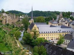 Luxemburg, a nagyhercegség szép fekvésű fővárosa / panoráma a Bástya-sétányról