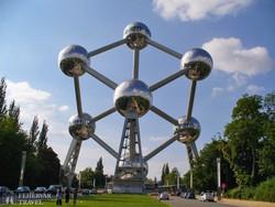 Brüsszel: fotószünet az Atomiumnál