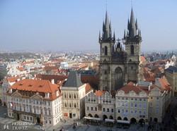 Prága: az óváros téren álló Týn-templom