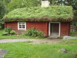 Stockholm: tőzegtetős ház a skanzenben