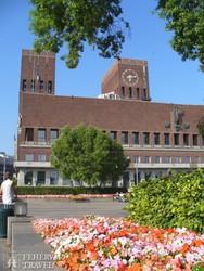 a városháza épülete Oslóban