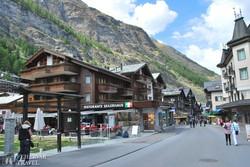 Zermatt egyik hangulatos sétálóutcája