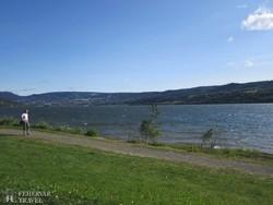 séta Norvégia legnagyobb tava, a Mjösa-tó partján