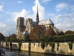 hajókirándulás a Szajnán, háttérben a Notre-Dame