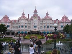a vidámság kapuja – a Disneyland bejárata