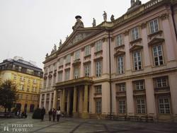 a neoklasszicista Prímási palota Pozsonyban