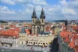 a prágai Óváros tér a Týn templommal