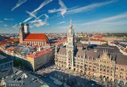 München – az új városháza tornya a harangjátékkal