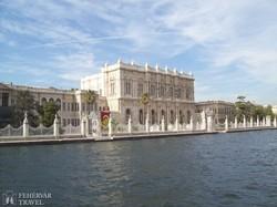 a Dolmabahce palota a Boszporuszról