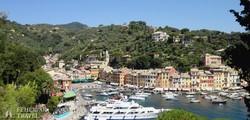 Portofino halászfalu festői tengeröble a Szent György-templom felől
