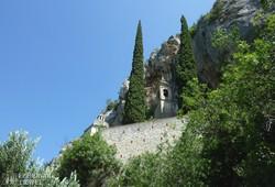 sziklába épült templom Toiranónál