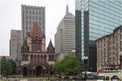 Boston – a Szentháromság-templom a felhőkarcolók gyűrűjében