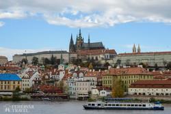 a prágai Hradzsin látképe a Moldva felől