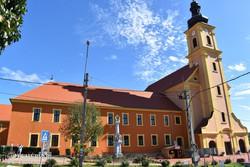 Andocs - a kegytemplom és a ferences kolostor homlokzata