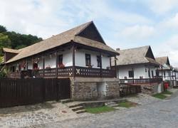 tipikus palóc parasztházak a hollókői Ófaluban