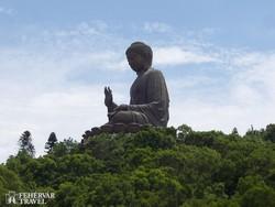 a 34 méter magas Buddha szobor Lantau szigetén