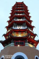 a Cien pagoda a Sun Moon-tónál