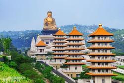 óriási Buddha szobor és pagodák a Fo Guang Shan Buddha Emlékközpontnál