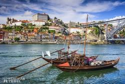 Porto festői látképe a Douro folyó felett