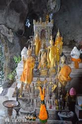 Buddha-szobrok a Pak Ou barlangban