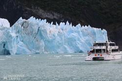 katamarán a Spegazzini-gleccser jégfala előtt