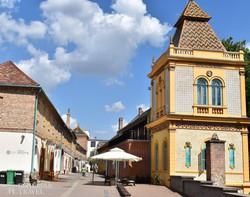 Pécs – a Boltok utcája a Zsolnay-negyedben