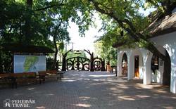 a szarvasi arborétum (Pepi-kert) bejárata