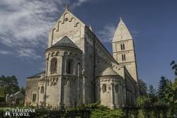 a magyarországi román stílusú építészet egyik csúcspontja, a jáki templom