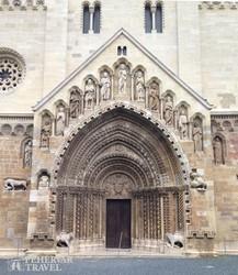 a jáki templom bélletes kapuja