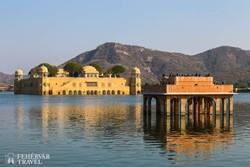 a Jal Mahal tavi kastély Jaipur mellett