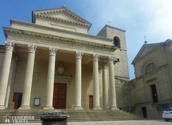 a klasszicista stílusú dóm San Marinóban