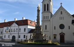 Veszprém – a Szentháromság-oszlop és a ferences templom